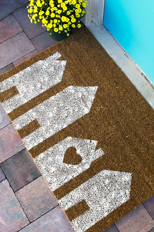 Freshen up your front steps with these 10 DIY Doormats for spring!